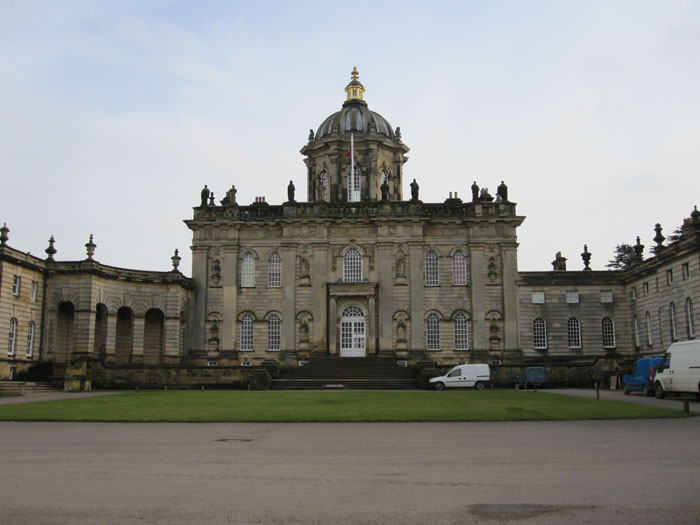 Front facade of Castle Howard--can't you just imagine fancy carriages driving up to the font?