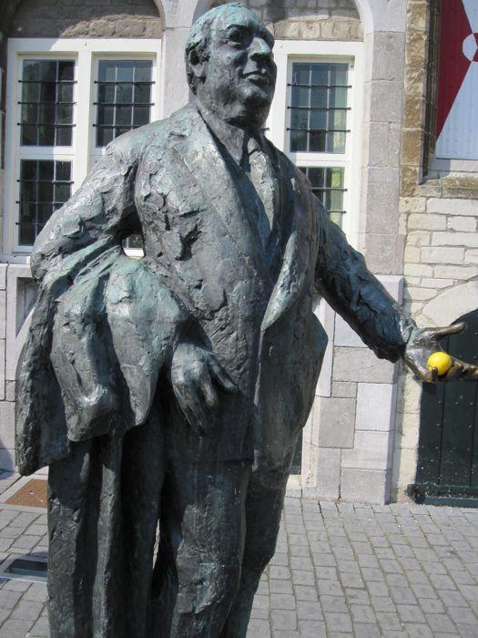 Statue of Anton van Duinkerken, a famous Dutch poet, writer, and professor, in Bergen op Zoom -- someone comically put a lemon in his hand