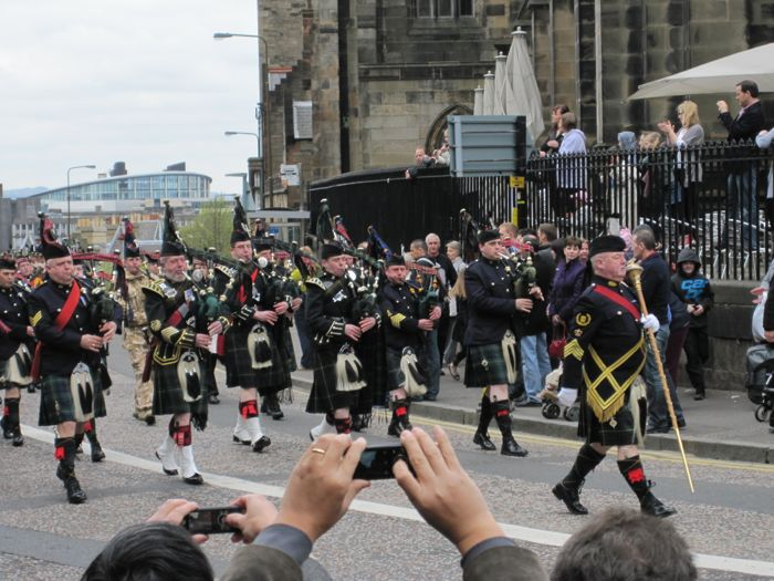 Bagpipers lead the procession of returning Scottish soldiers